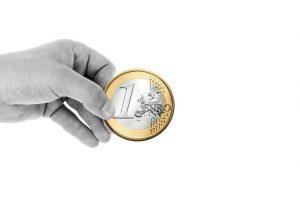 Gebende Hand als Symbol für eine Spende an Schloss Craheim zur finanziellen Unterstützung