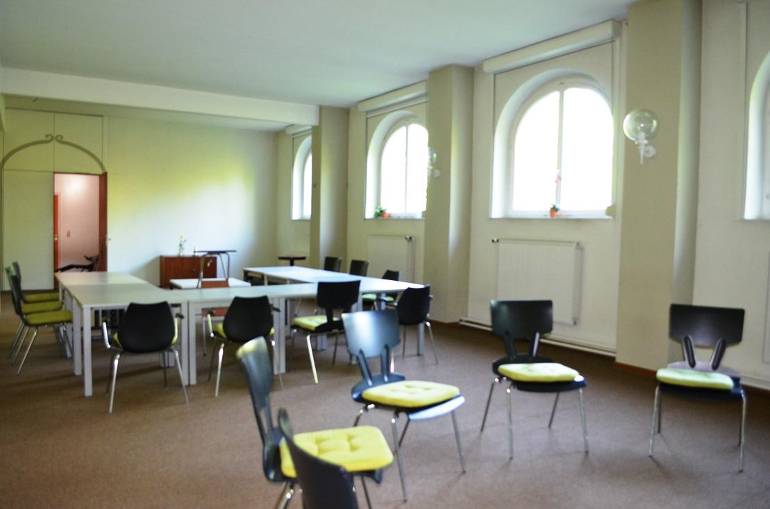 Gruppenraum im Franziskushof für viele Teilnehmer von Seminaren und Freizeiten
