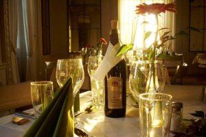 Freundestreffen auf Schloss Craheim mit wunderschöne Deko auf den Tischen