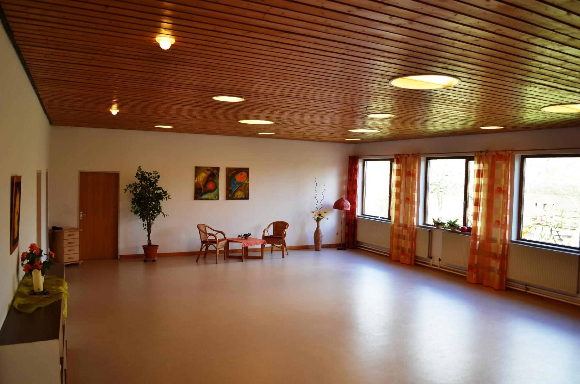 Großer Gruppenraum im Gästehaus für Semianrteilnehmer und Gastgruppen