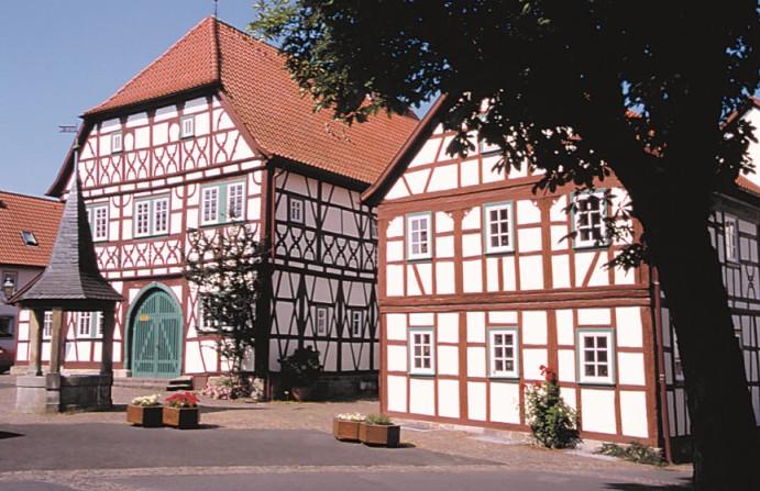 Stadtlauringen mit schönem Marktplatz und historischem Rathaus