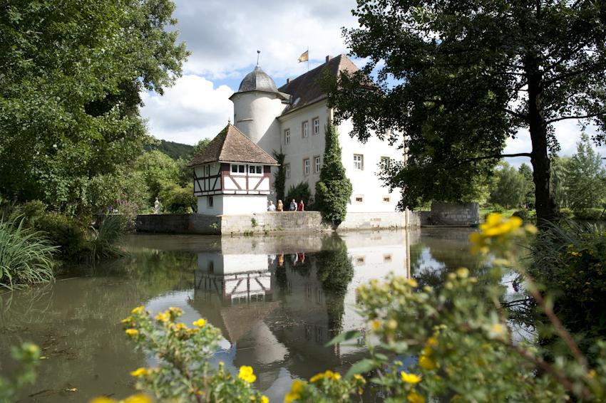 Das Wasserschloss in Kleinbardorf als Ausflugszieg