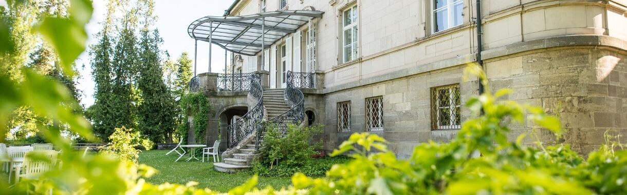 Außenansicht des Schlosses mit Blick auf den Schlosspark