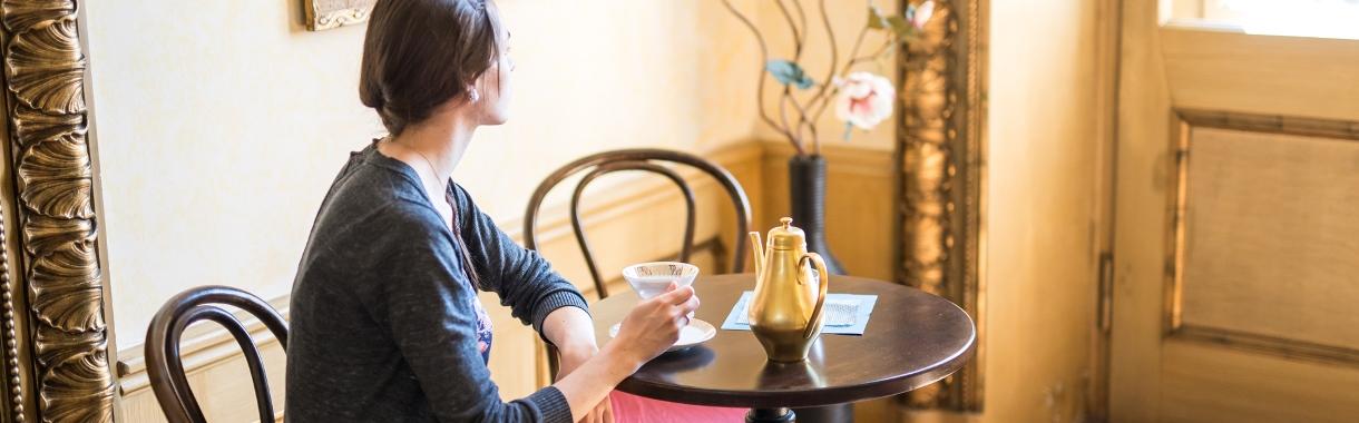Schlosscafé mit gemütlichen Tischen zum Kaffeetrinken