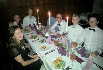 Festlicher Abend auf Schloss Craheim mit der Jungen Erwachsenen Freizeit