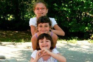 Kinder haben Spaß im Sommer bei der christlichen Kinderfreizeit
