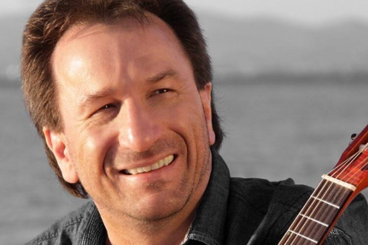 Konzert mit Gitarre mit Clemens Bittlinger