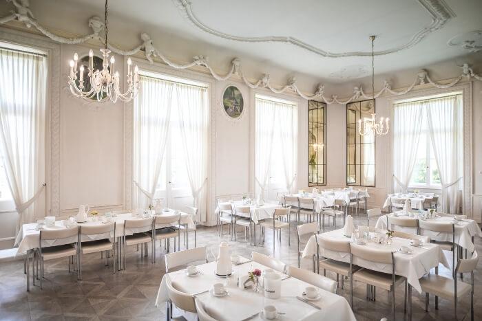 Spiegelsaal für Gastgruppen und eigene Seminare in verschiedenen epochalen Stilen