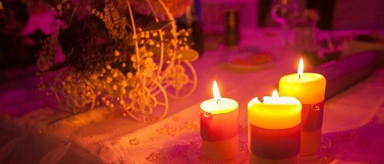 Candlelight Dinner zum Valentinstag Kerzen