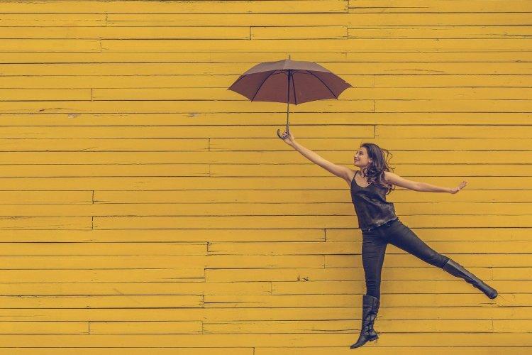 Fraumit Regenschirm springt