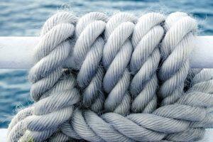 Ein Knoten in einem Seil als Zeichen für Bündnis