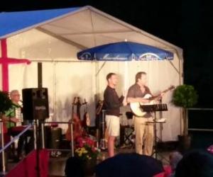 Konzert mit Clemens Bittlinger bei Regen