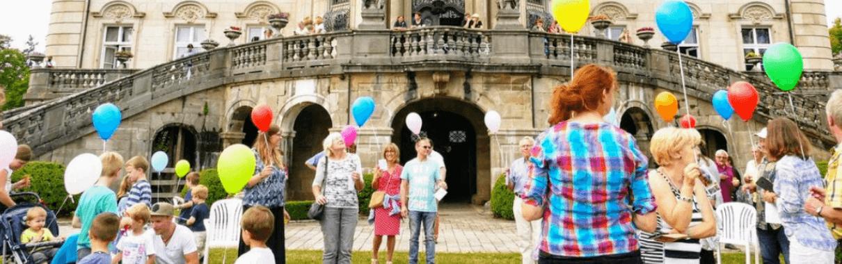 50 Luftballons steigen beim Jubiläumswochenende
