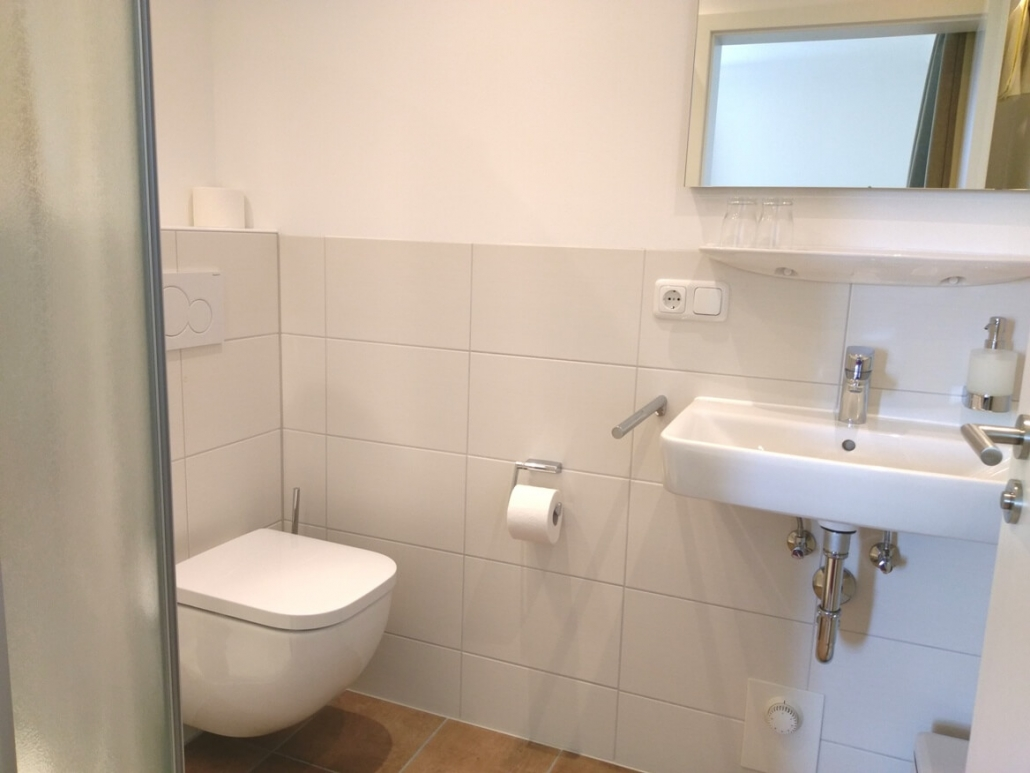 Dusche und WC in Zimmer 20 eingebaut