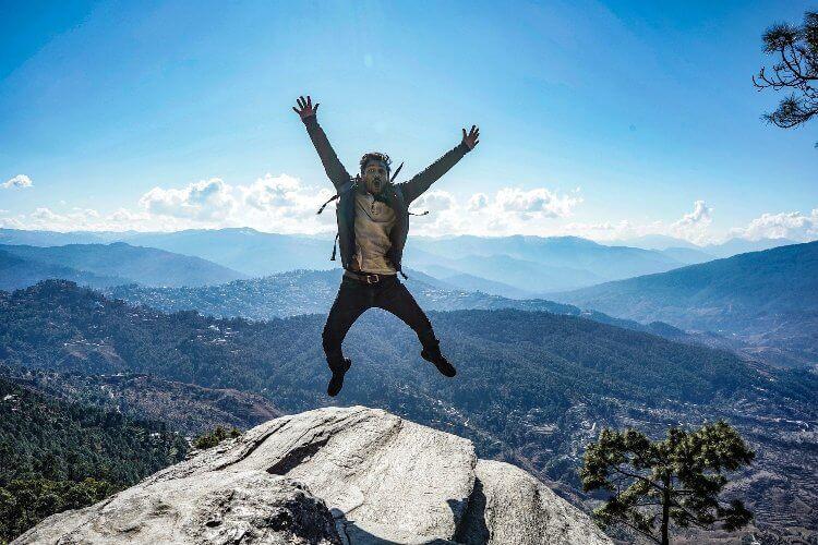 Los lassen - Mann auf einem Berg